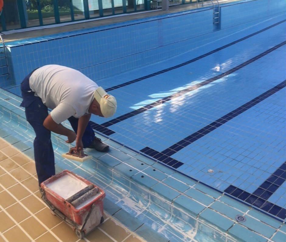 La piscina municipal cierra una semana por mantenimiento for Piscina moralzarzal