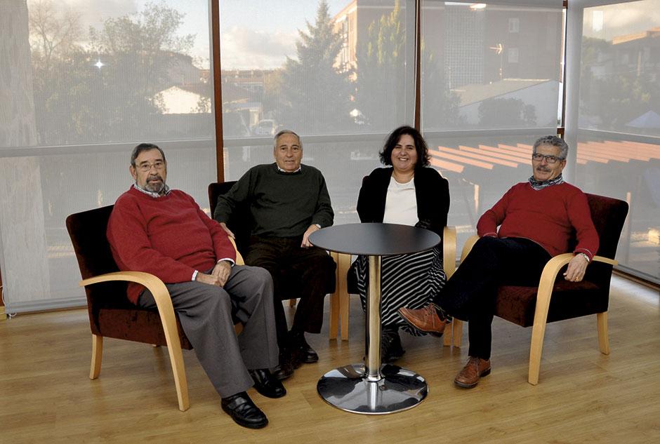 Los representantes de la Asociación de MAyores de Moralzarzal con la concejala