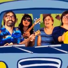 Los 4 componentes de Petit Pop dentro de una furgoneta de dibujo
