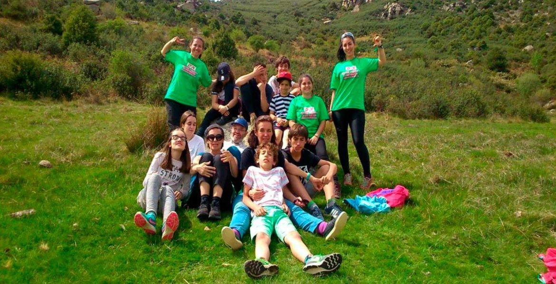 Un grupo de participantes en una actividad en la naturaleza