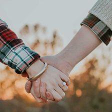manos sujetándose