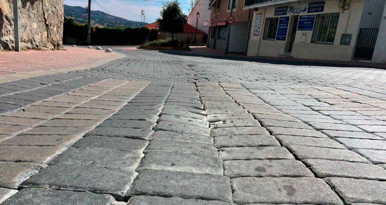 Detalle de los adoquines de la avenida de la Salud de Moralzarzal