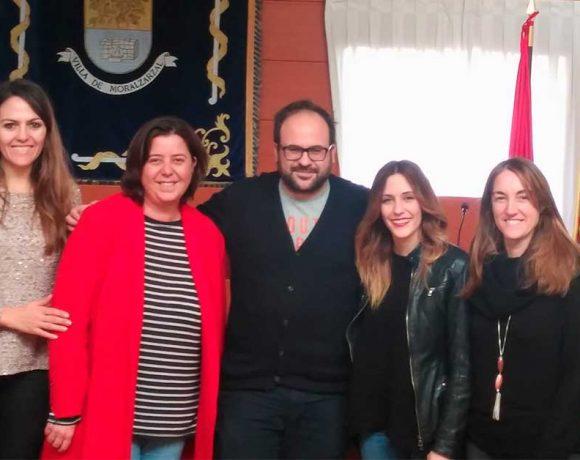 Los ganadores junto al concejal de Comercio