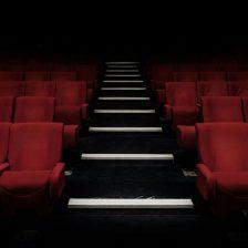 Butacas rojas de un auditorio