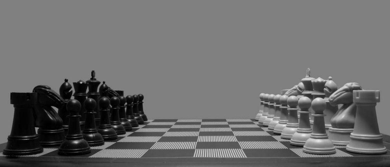 Fichas de ajedrez sobre un tablero