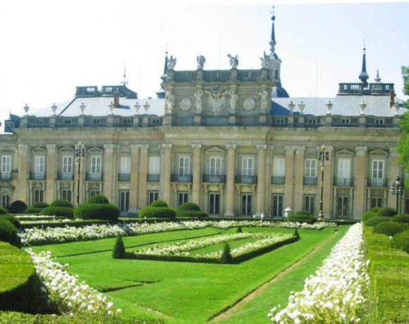 Vista del Palacio e la Granja y jardines