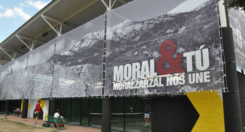 Lona exterior de las pistas de padel de Moralzarzal