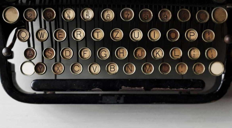 Teclado de una máquina de escribir antigua
