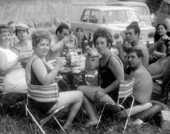 Personas disfrutando de un día de campo