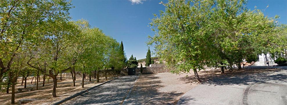 Exterior del cementerio municipal de Moralzarzal