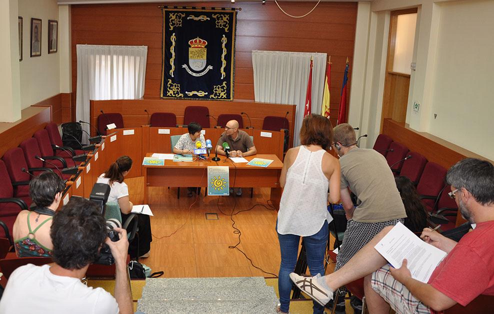 Salón de Plenos de Moralzarzal con medios de comunicación