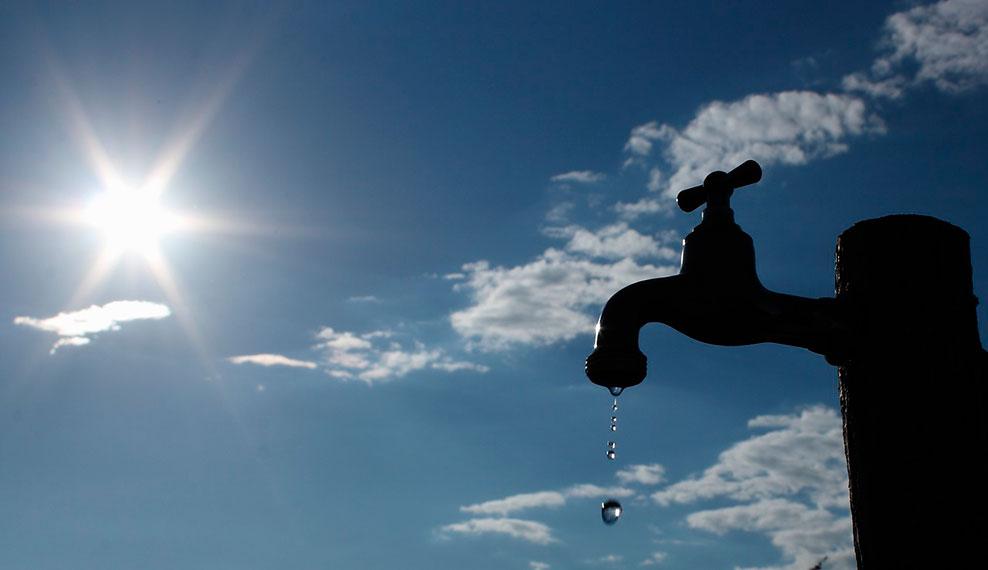 Grifo con una gota de agua