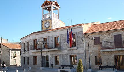 Vista exterior del Ayuntamiento de Moralzarzal