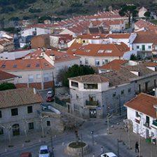 Vista parcial de la plaza de la Constitución de Moralzarzal