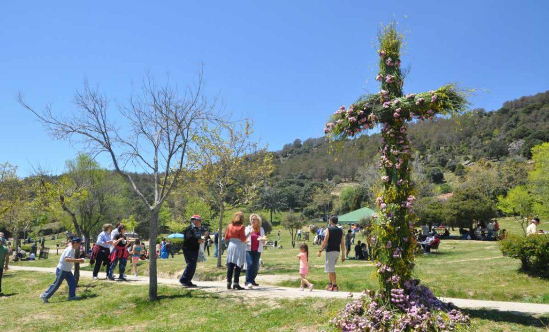 Imagen de la Cruz de Mayo de Moralzarzal