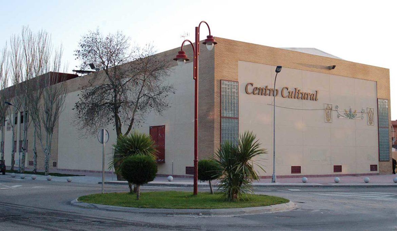 Exterior del edificio del centro cultural de Moralzarzal
