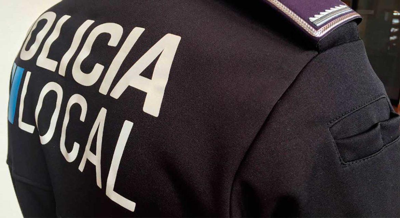 Detalle del uniforme de la policía local de Moralzarzal