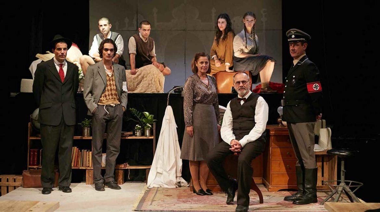 Actores en una obra de teatro