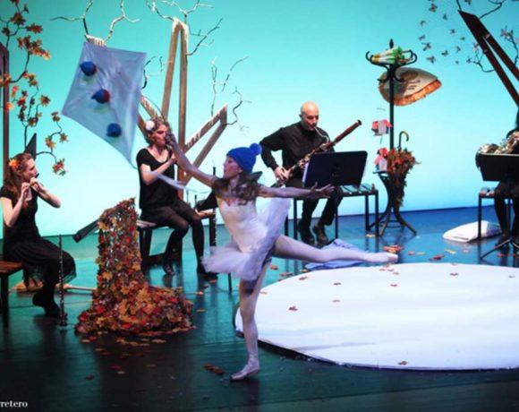 Una bailarina con músicos detrás