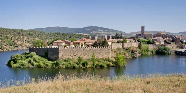 Panorámica desde el río de Buitrago del Lozoya