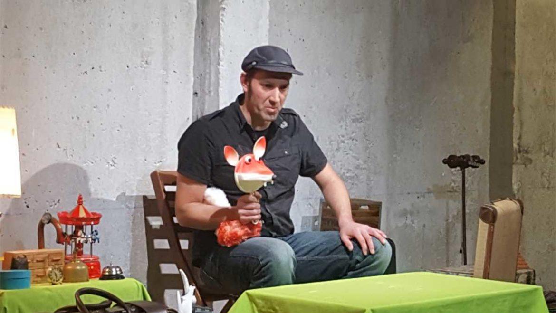 El cuentsta Juan Malabar en una actuación