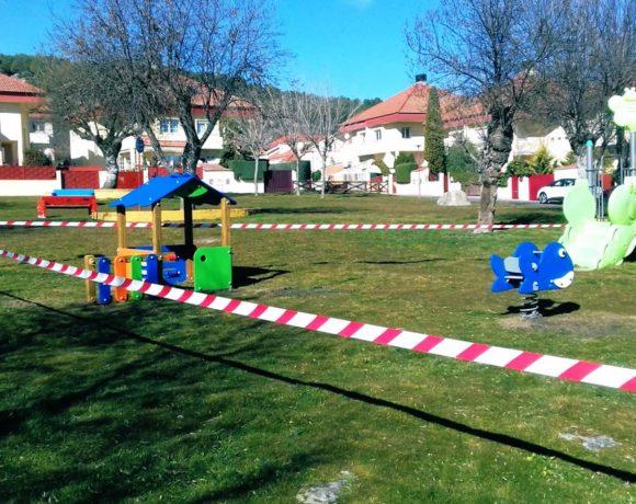 Parque infantil precintado en Moralzarzal