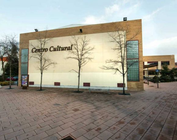 Exterior del Centro Cultural de Moralzarzal