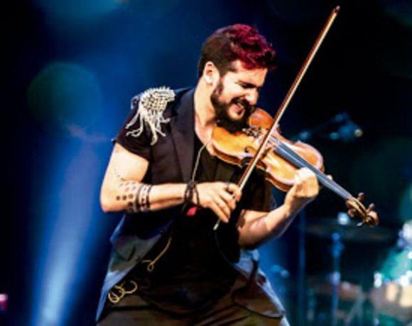 Strad tocando el violín