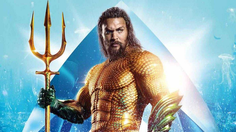 Jason Momoa posa como Aquaman