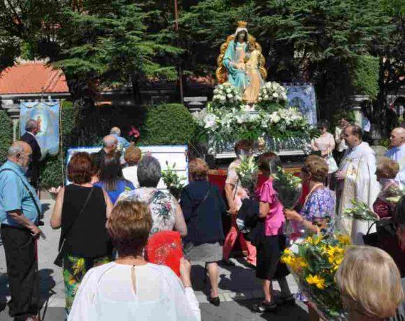 Procesión de la Virgen del Rosario en Moralzarzal
