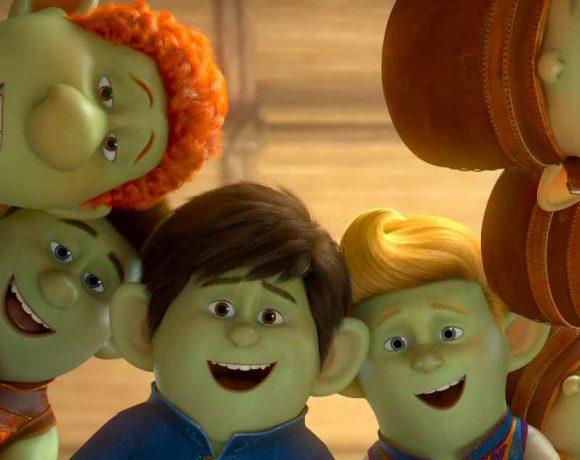 Escena de una película con niños trolls
