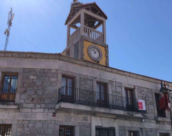 Frente del Ayuntamiento de Moralzarzal