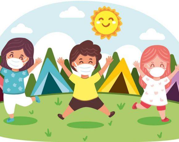 Ilustración de unos niños con mascarilla saltando en un campamento