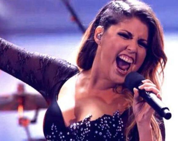 Cristina Ramos cantando