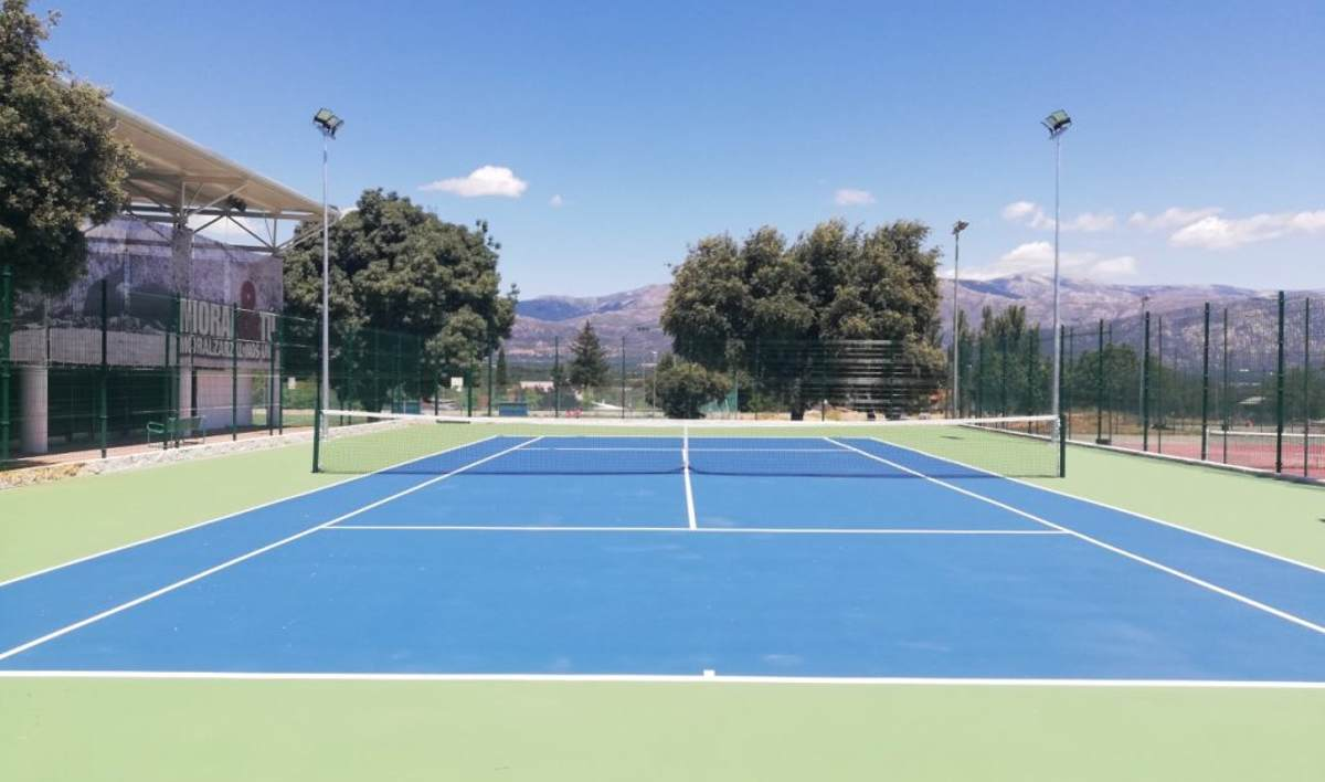 Vista de la nueva pista de tenis de Moralzarzal